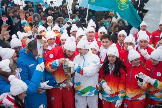 CHILDREN OF ASIA GAMES MEDALISTS AT WINTER UNIVERSIADE TORCH RELAY